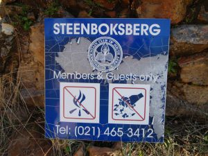 Photo of the Steenboksberg sign, damaged by fire